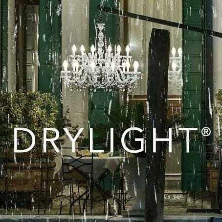 Il lampadario di Murano esce di casa e brilla anche in giardino.