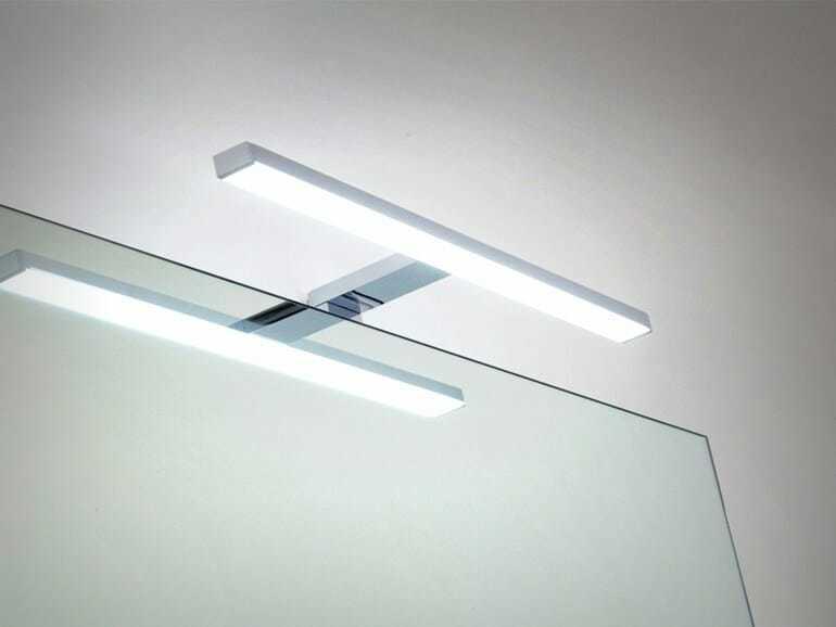 Lampada specchio bagno tutti pi belli con la luce giusta - Luci a led per specchio bagno ...