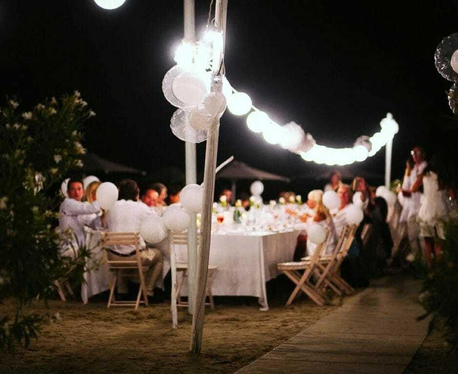 Catenaria di lampadine Bianca, un filo di luci led per esterno.