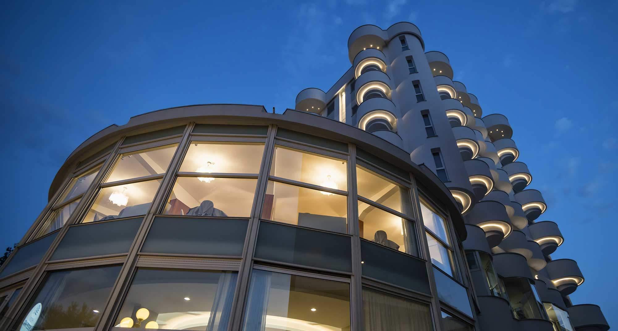 Progetto di illuminazione hotel meeting riccione realizzato con