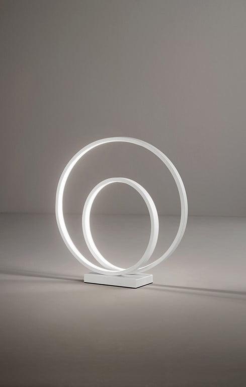 Lampada da tavolo in metallo e alluminio verniciato bianco - tuttoluce. Com