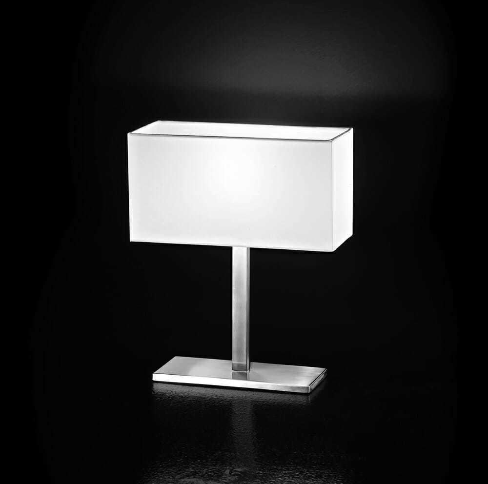 Lampada da tavolo cromo spazzolato con paralume in pvc for Costo lampada