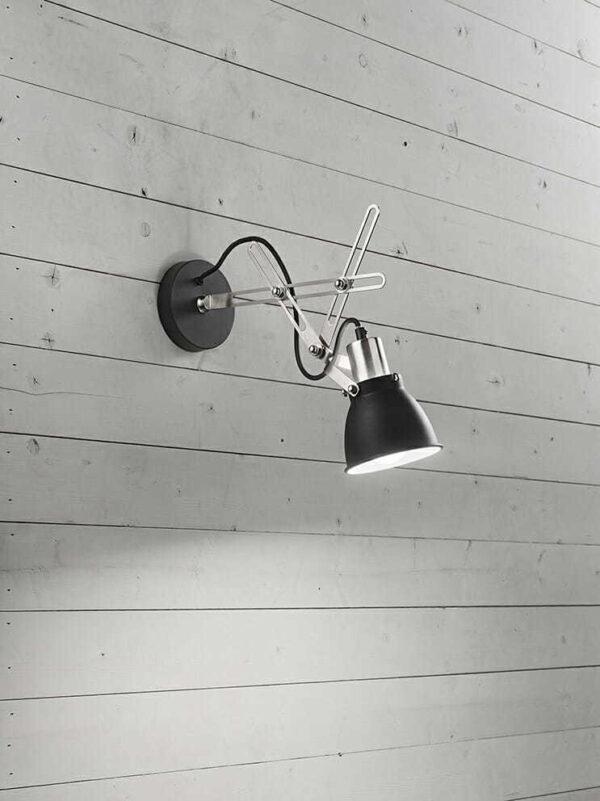 Applique in metallo verniciato nero con finiture cromo spazzolato . Mod.6430 N