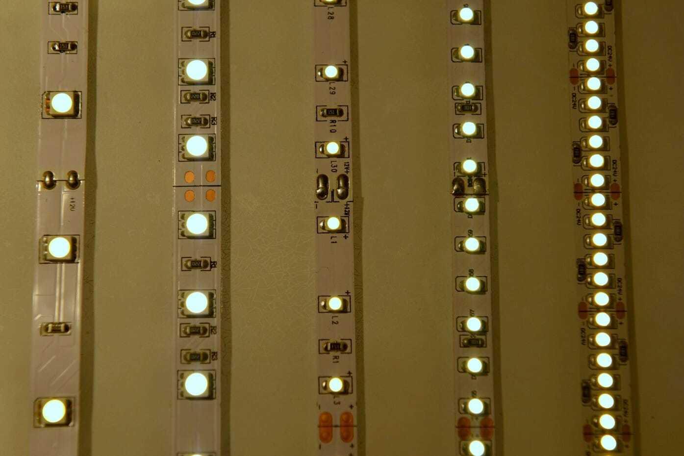 Strip led strisce led per illuminare differenze tra for Led a strisce