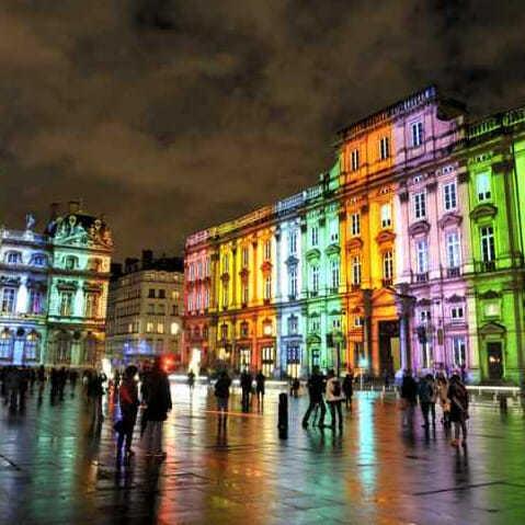 http://www.tuttoluce.com/wp-content/uploads/hotel-facciate-illuminazione_10-.jpg