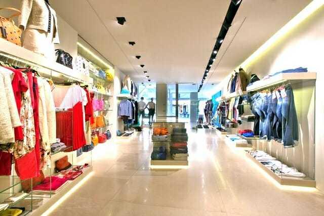 Un negozio di illuminazione con showroom in formato xl