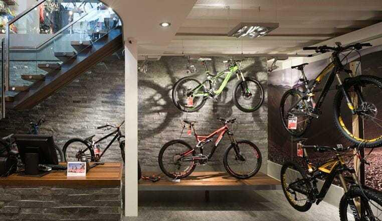 Un negozio di illuminazione con showroom in formato xl !