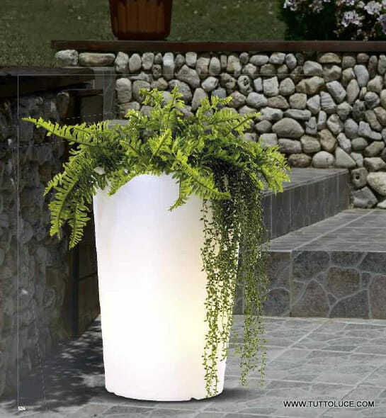 Luci per esterno vasi luminosi da giardino - Terra da giardino ...